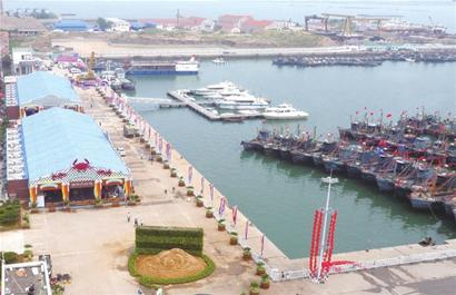 积米崖渔人码头地处青岛西海岸新区积米崖港区,港区辖积米崖港和